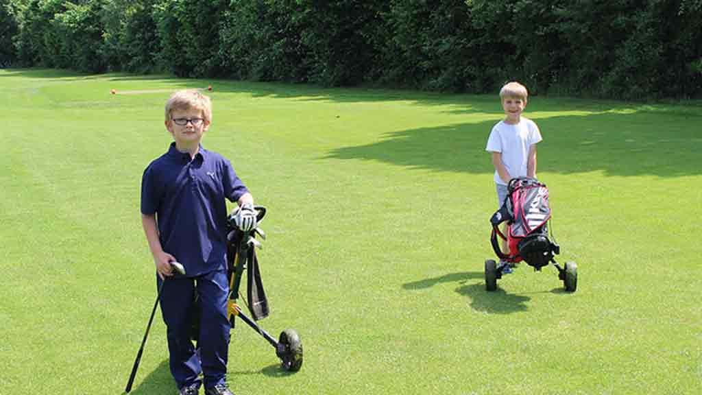 Golfturnier in Paderborn Teilnehmer Caddy Rasen