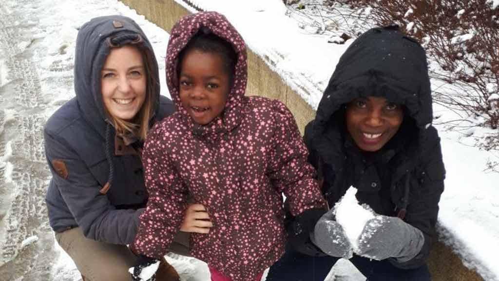 Nhaali Sambia Schnee Deutschland Mutter Jacken kalt Spaß