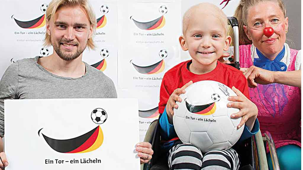 Spenden Aktion Fußball Europameisterschaft Marcel Schmelzer ecoprotec Clowns