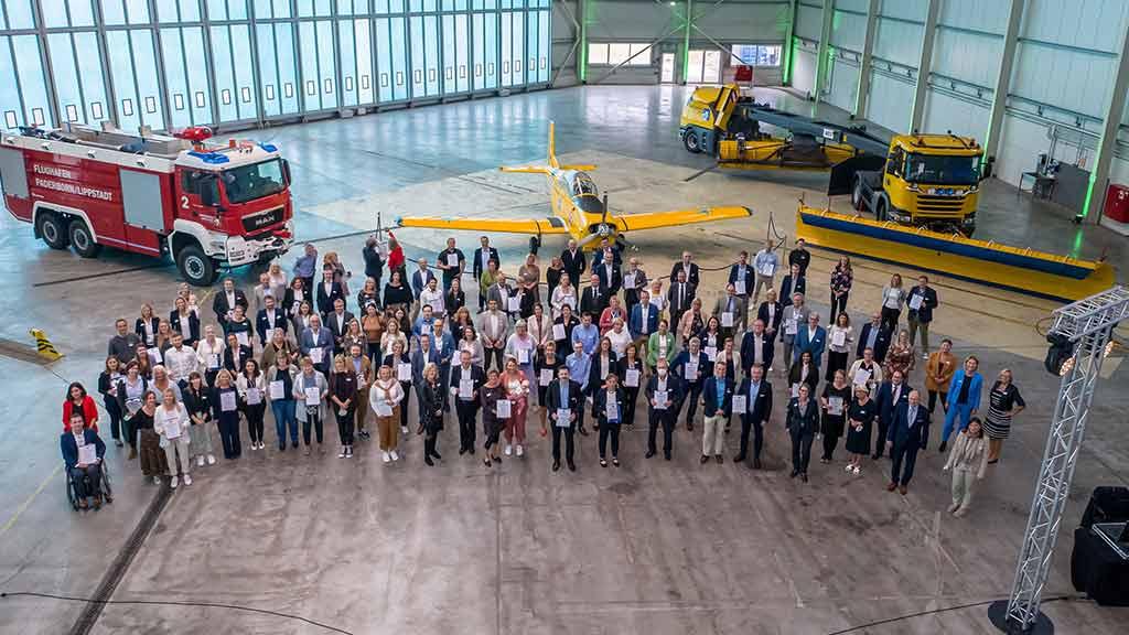 Auszeichnung Familienfreundliches Unternehmen ecoprotec 2021 Verleihung Flughafen Paderborn Hangar